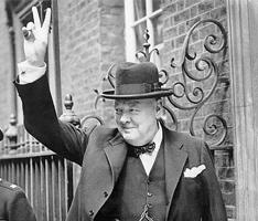 Churchill viser V-tegnet