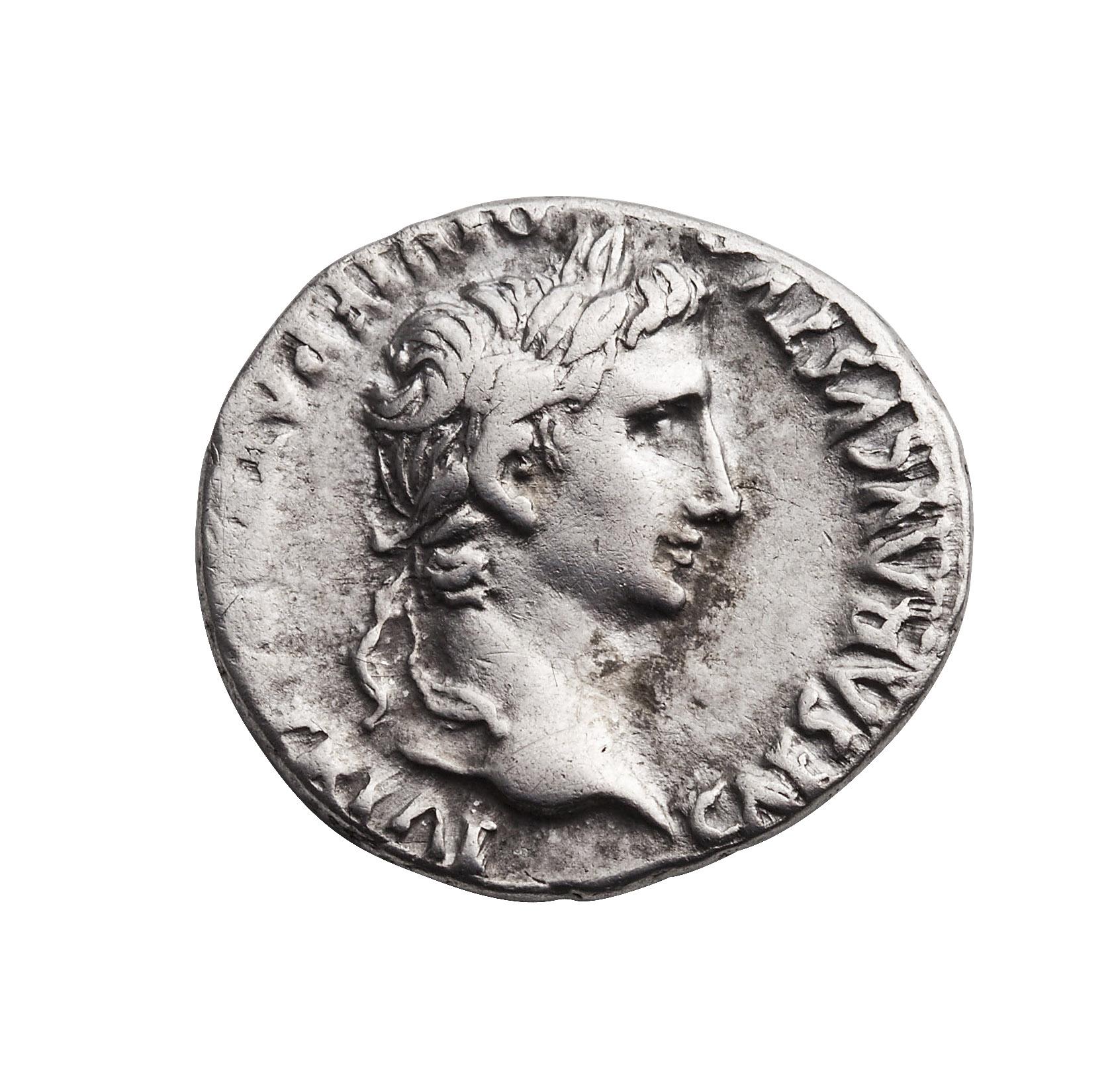 Augustus denarius i sølv. Augustus likte å framstå som ung på romerske mynter, statuer og portretter, og på dette bildet ser han ut som om han er 40 år yngre enn han egentlig er.