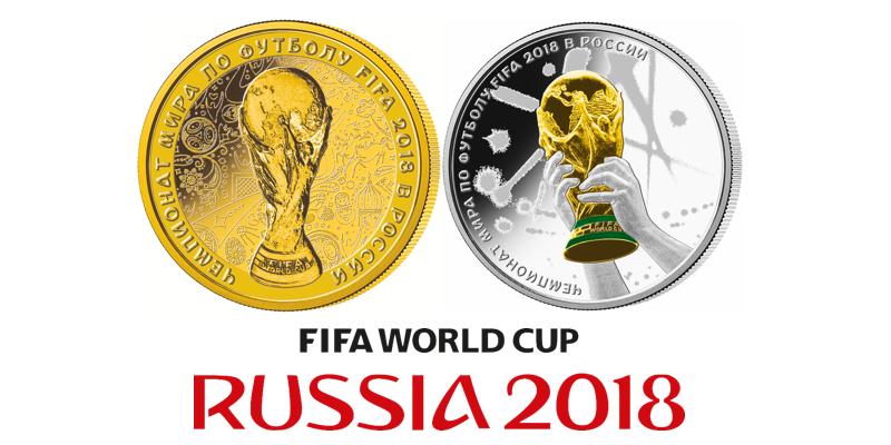 fotball-vm-mynter en i gull en annen i sølv med VM-pokalen i farger.