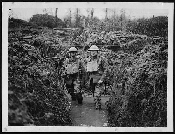 Samlerhuset: Skyttergrav under første verdenskrig med soldater opp til anklene i vann