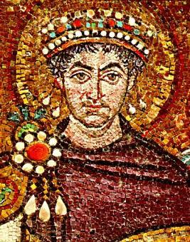 Justinian hadde en purpurrød kappe i denne mosaikken. Kanskje den ble betalt for med 30 sølvpenger?