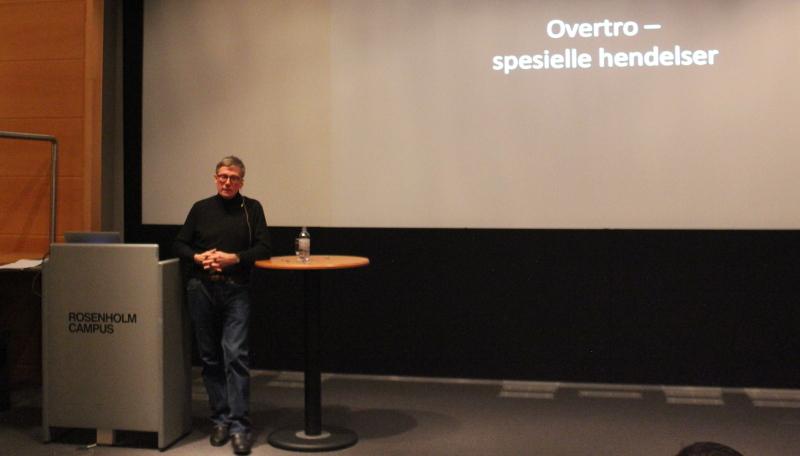 Cato Guhntvedt holdt et gripende foredrag om krigsflygerne.