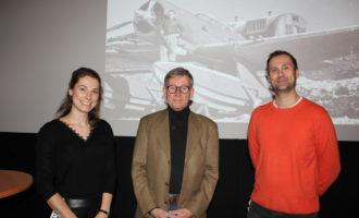 Cato Guhnfeldt omkranset av Lene Bøckmann-Pedersen (til venstre) og Hans-Petter Hongseth (høyre)
