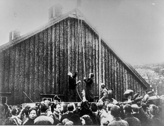 Kampen om Nord-Norge: Kirkenes var en av ofrene, og ble bombet istykker av sovjetiske fly. Senere var det nettopp russerne som frigjorde Kirkenes.