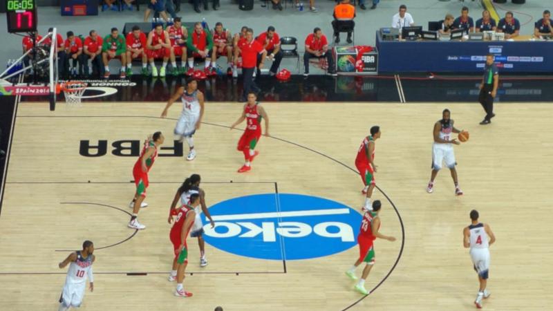 sommerquiz basketball er ikke oppfunnet av en amerikaner. Men en amerikaner oppfant... hva da?