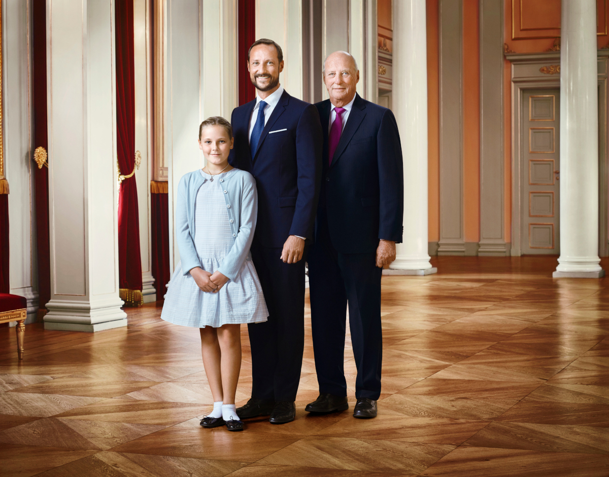Ingrid Alexandra ved Haakon Magnus og Harald V