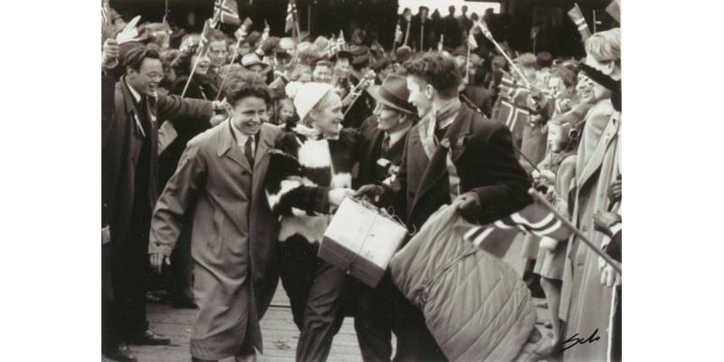 8. mai ble feiret over hele landet. Dette bildet er imidlertid fra 9. mai i Trondheim, der fanger fra hvilken fangeleir kom hjem?
