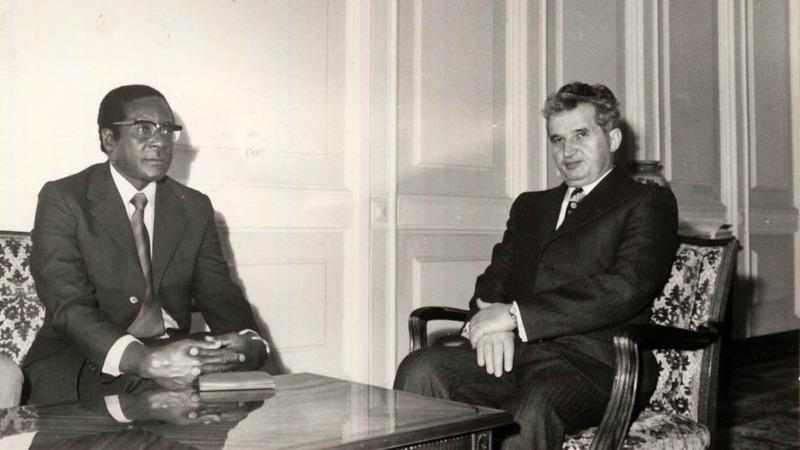 Samlerhuset: Bildte viser Robert Mugabe og Nicolae Ceausescu
